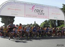 Roma, 70mila partecipanti alla maratona per la lotta al tumore al seno (FOTO)