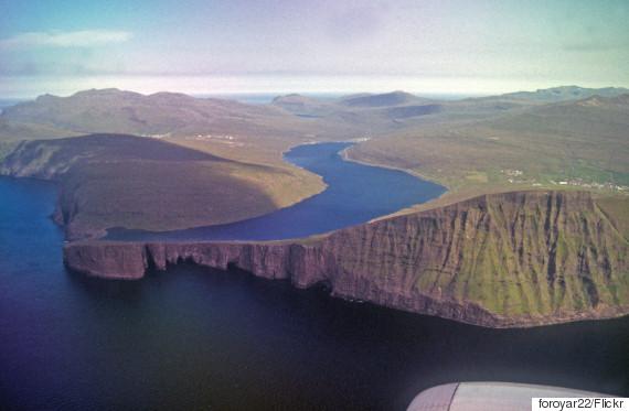 lake sørvágsvatn