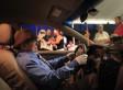 FUNERAL INSÓLITO: TAXISTA ES VELADO AL VOLANTE DE SU AUTO