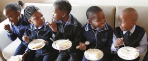 AFRICA CHILDREN EATING