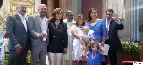 EL BAUTIZO DEL HIJO DE ANGÉLICA VALE ¡CON CAÍDA INCLUIDA!