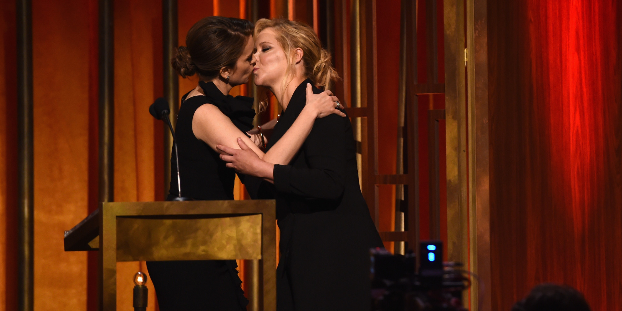 Amy Schumer And Tina Fey Kiss At The Peabody Awards Huffpost