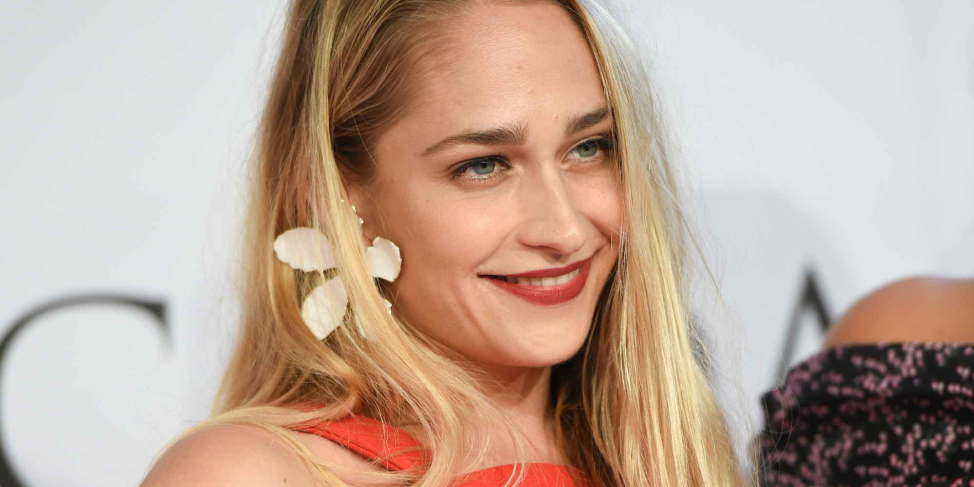 Jemima Kirke Flashes Her Armpit Hair On Cfda Red Carpet