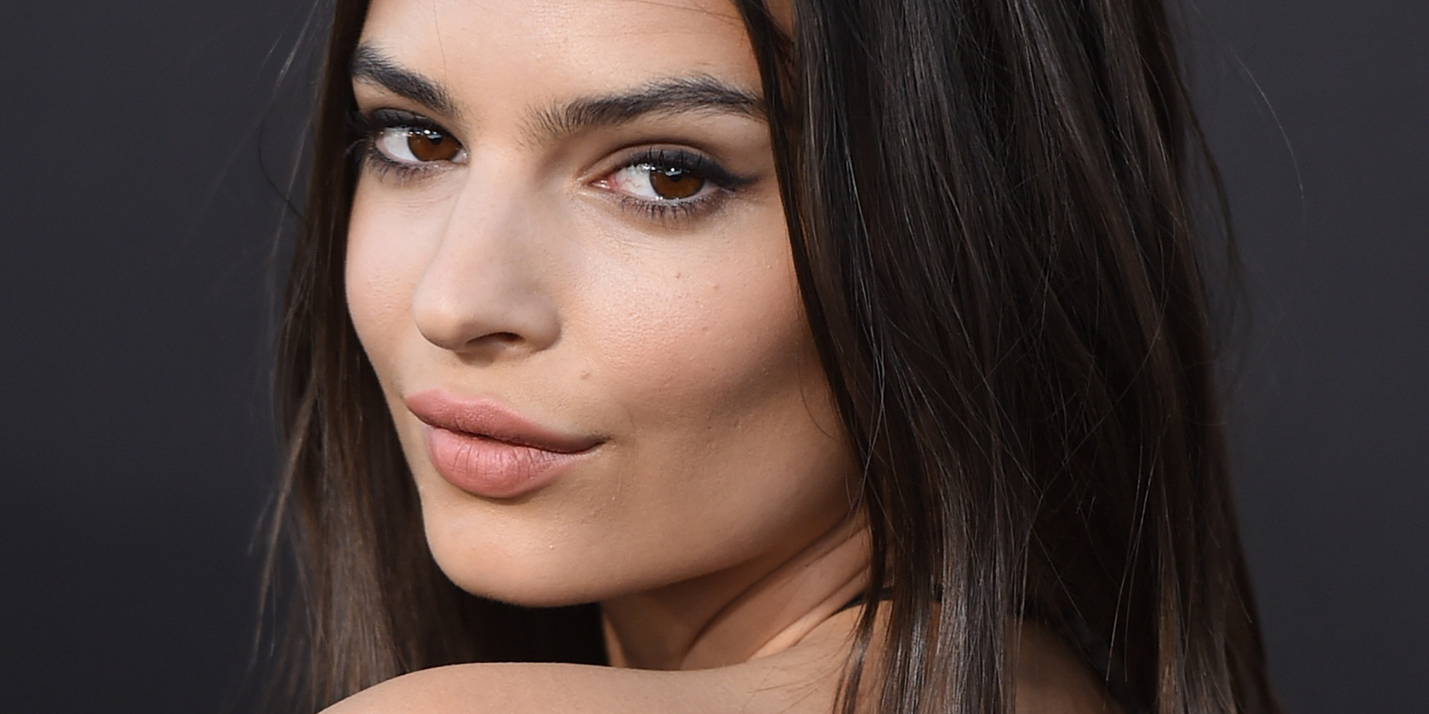 Emily Ratajkowski Wows In A Lace Dress After Posting Bathtub Selfie
