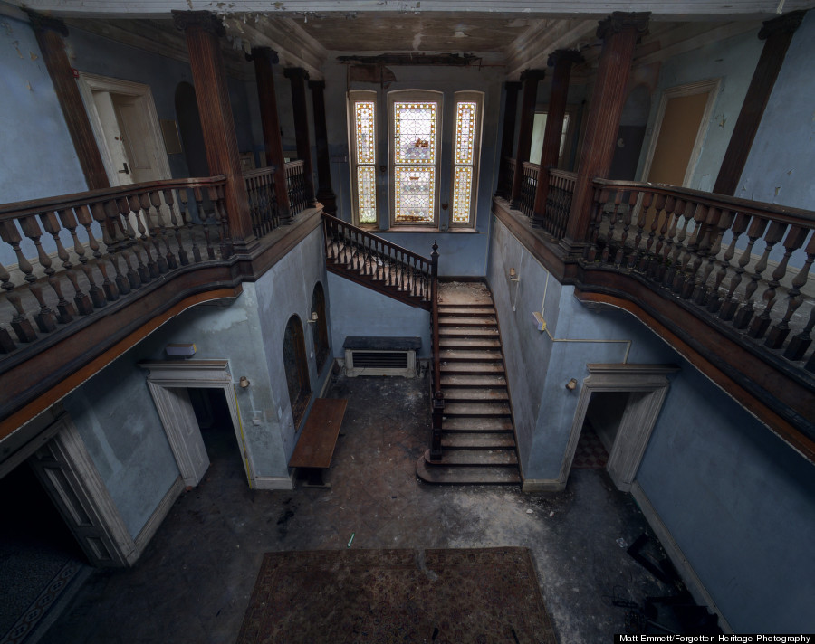 Abandoned Castles Ch Teaux And City Halls Showcase The Beauty Of Emptiness Huffpost
