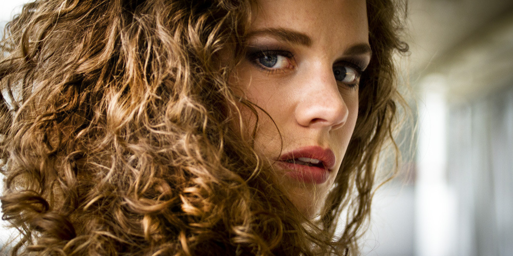 How To Keep Curls From Frizzing In The Rain