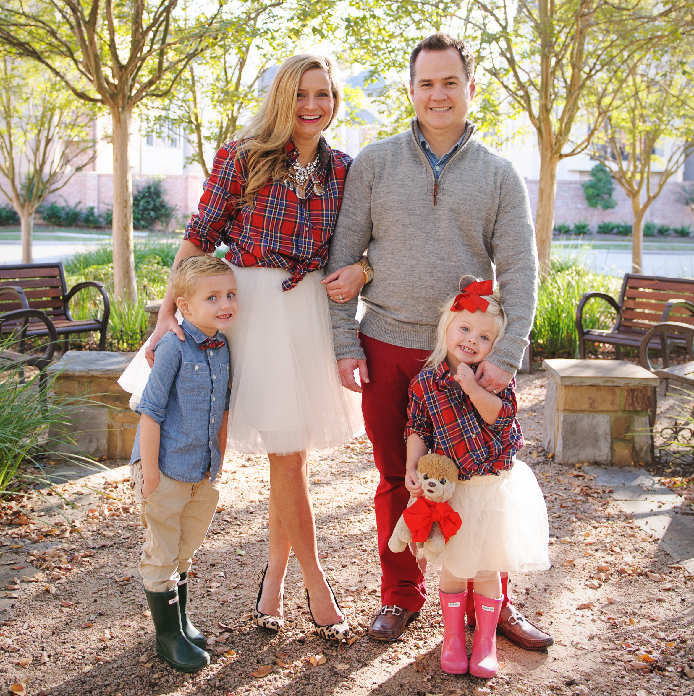 6 Families Who Nailed Color Coordinated Portraits | HuffPost Life