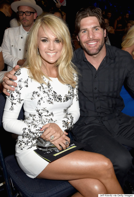 Carrie underwood is a knockout at cmt music awards huffpost for Mike fisher and carrie underwood baby
