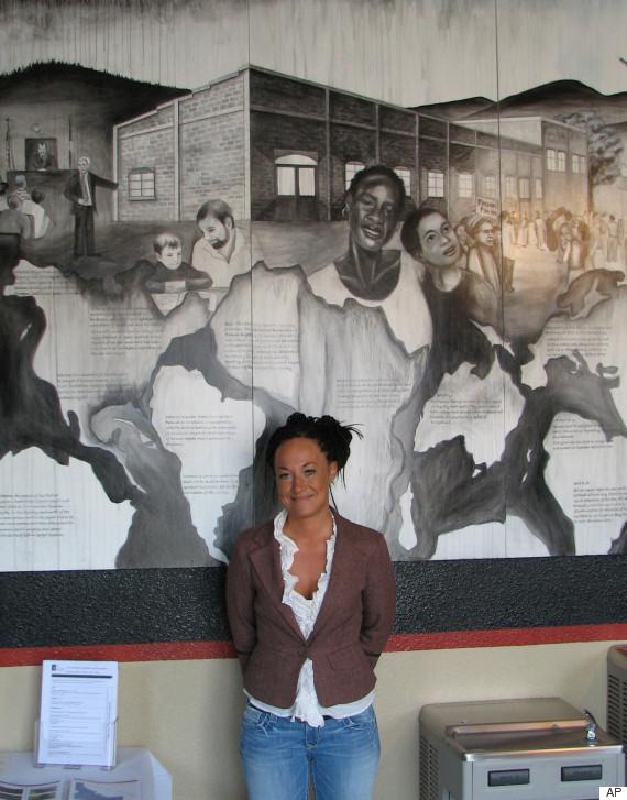 全米黒人地位向上協会の女性支部長、黒人のフリをした白人だったことが家族にバラされる