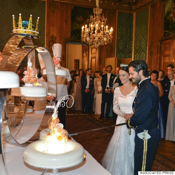 wedding cake cutting ceremony speech sweden s prince carl philip marries reality sofia 22322