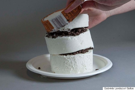 how to cut a round ice cream cake