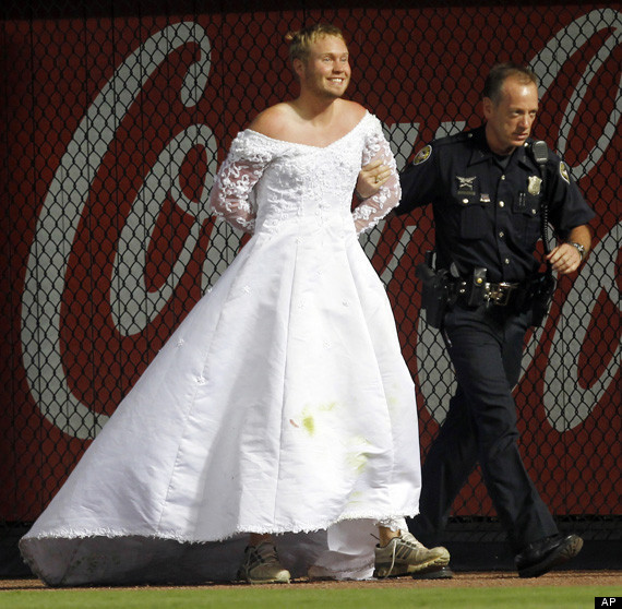 Braves-Nationals Game Interrupted By Man In Wedding Dress (VIDEO ...