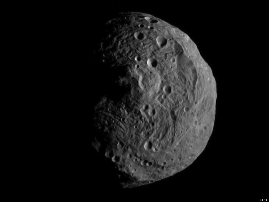 Asteroid Vesta Photographed By NASA's Orbiting Dawn Craft ...