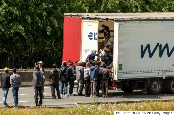 calais migrants lorries