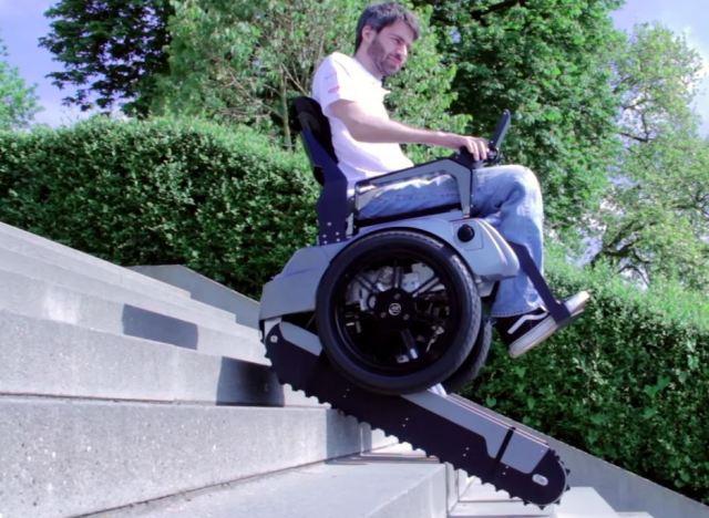 vid o le fauteuil roulant scalevo qui monte les escaliers invent par des tudiants. Black Bedroom Furniture Sets. Home Design Ideas
