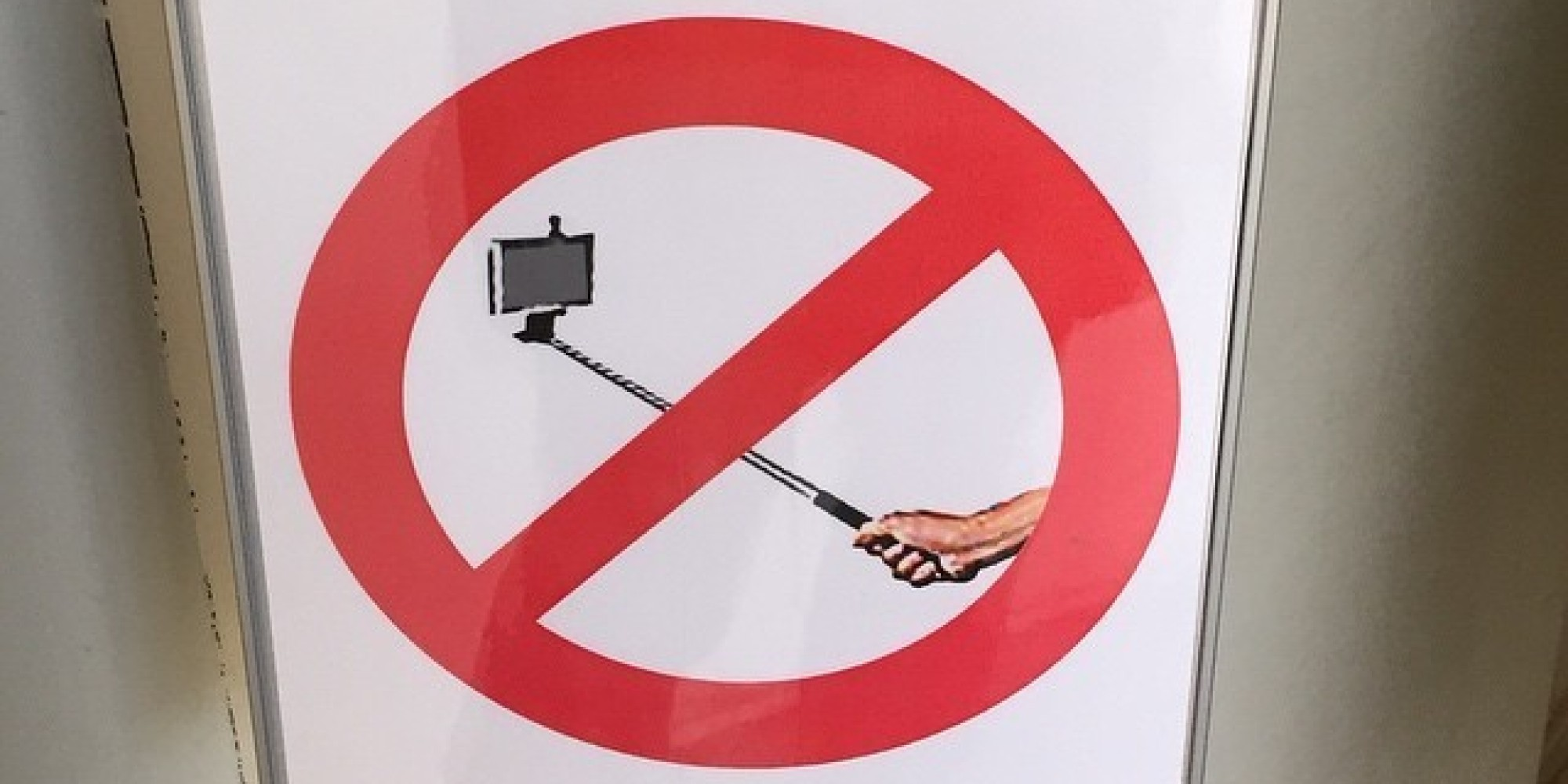 disney world has had enough of the selfie sticks will ban them entirely hu. Black Bedroom Furniture Sets. Home Design Ideas