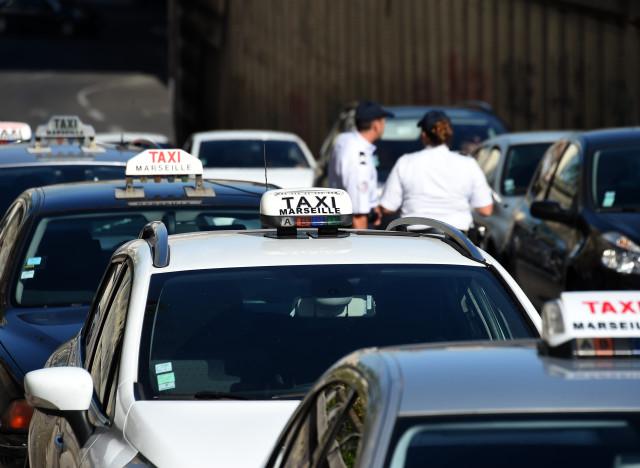 uberpop 200 renforts paris pour la police des taxis. Black Bedroom Furniture Sets. Home Design Ideas