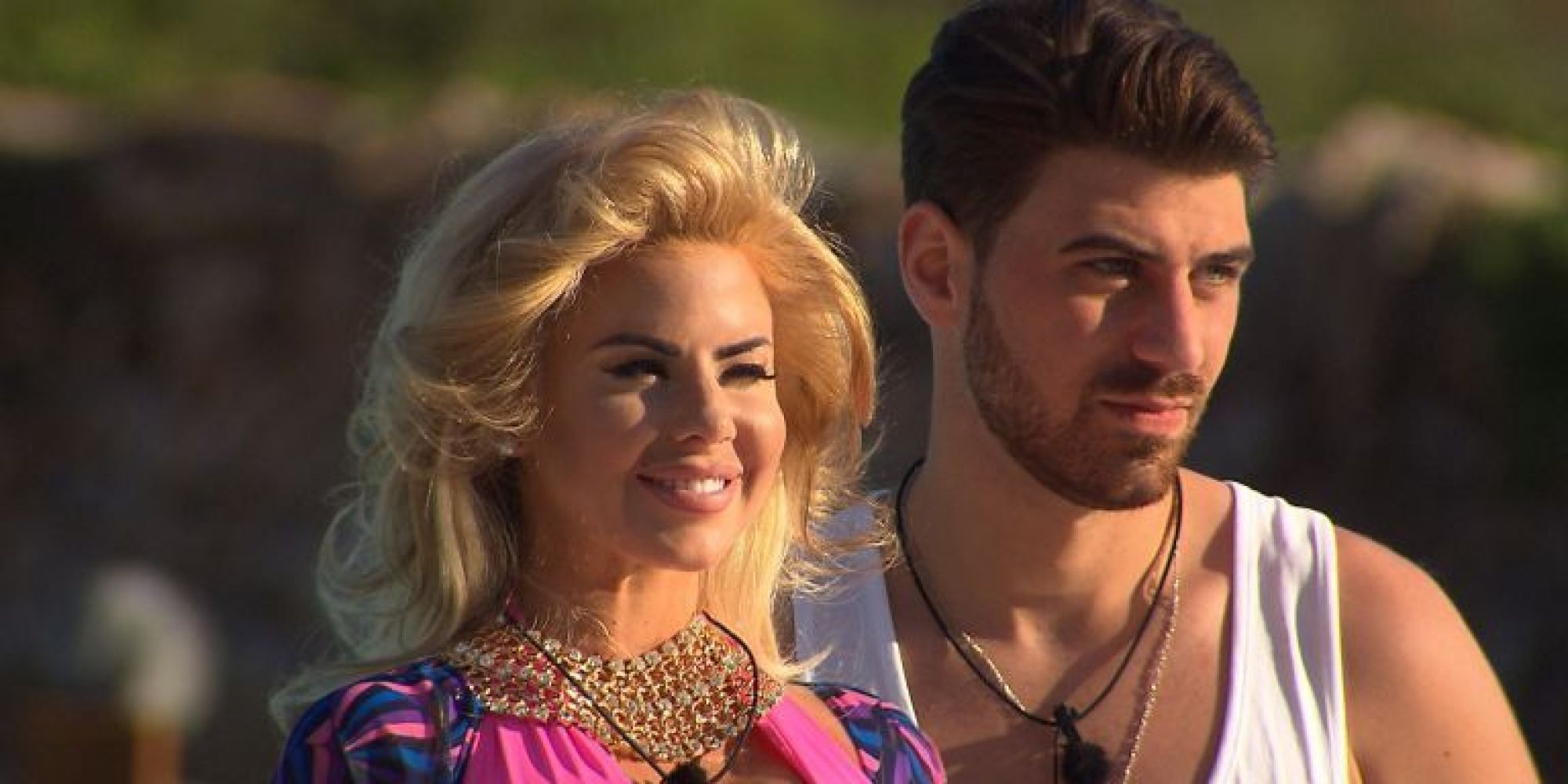 love island 39 jonathan clark furious with hannah elizabeth for flashing her boobs at naked. Black Bedroom Furniture Sets. Home Design Ideas
