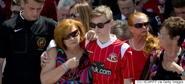 Tunisian Attack Victim Who Lost Three Relatives Bravely Supports Mother During Minute's Silence