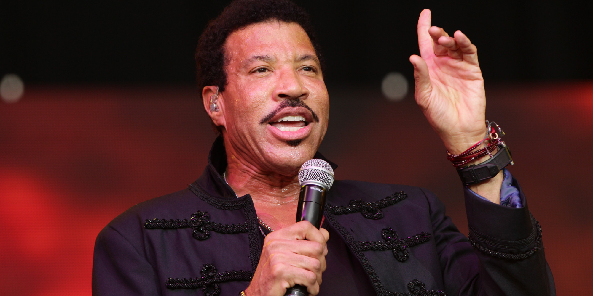 Henley Festival Lionel Richie Tops UK Album Chart With