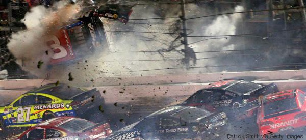 AL MENOS 30 HERIDOS POR TERRIBLE CHOQUE EN NASCAR