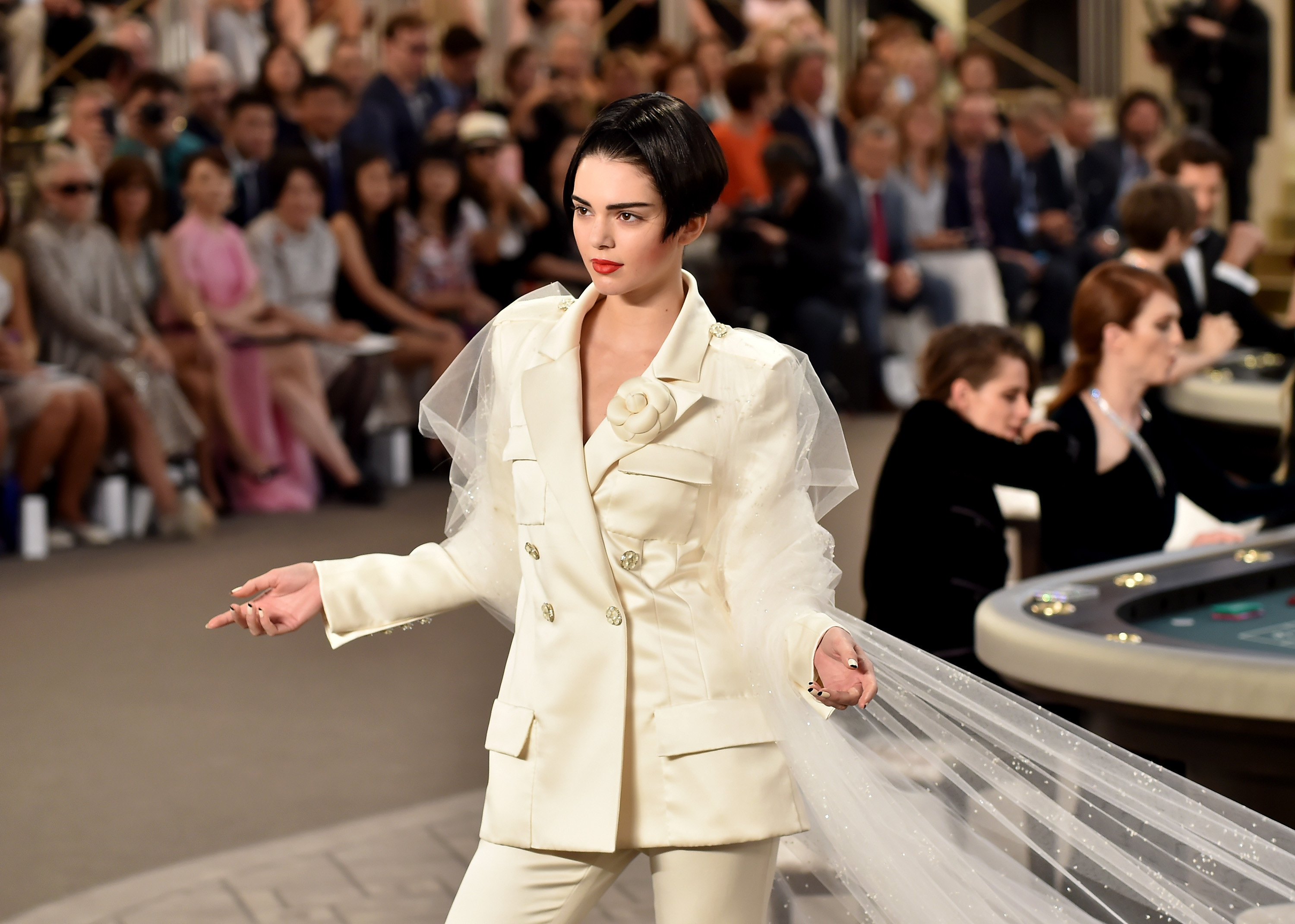 Kendall Jenner Closes Chanel Show - 891.7KB