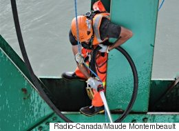 De la haute voltige pour nettoyer le pont Laviolette (VIDÉO)