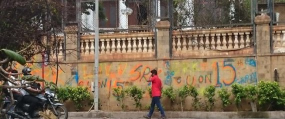 Messing with mannat shah rukh khan shocked after fan paints