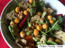 5 Tasty Crunches For Your Salad That Aren't Croutons