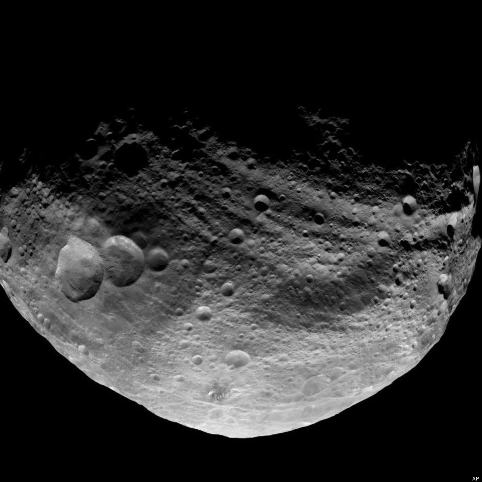 NASA's Dawn Spacecraft Gets Cozy With Massive Asteroid ...