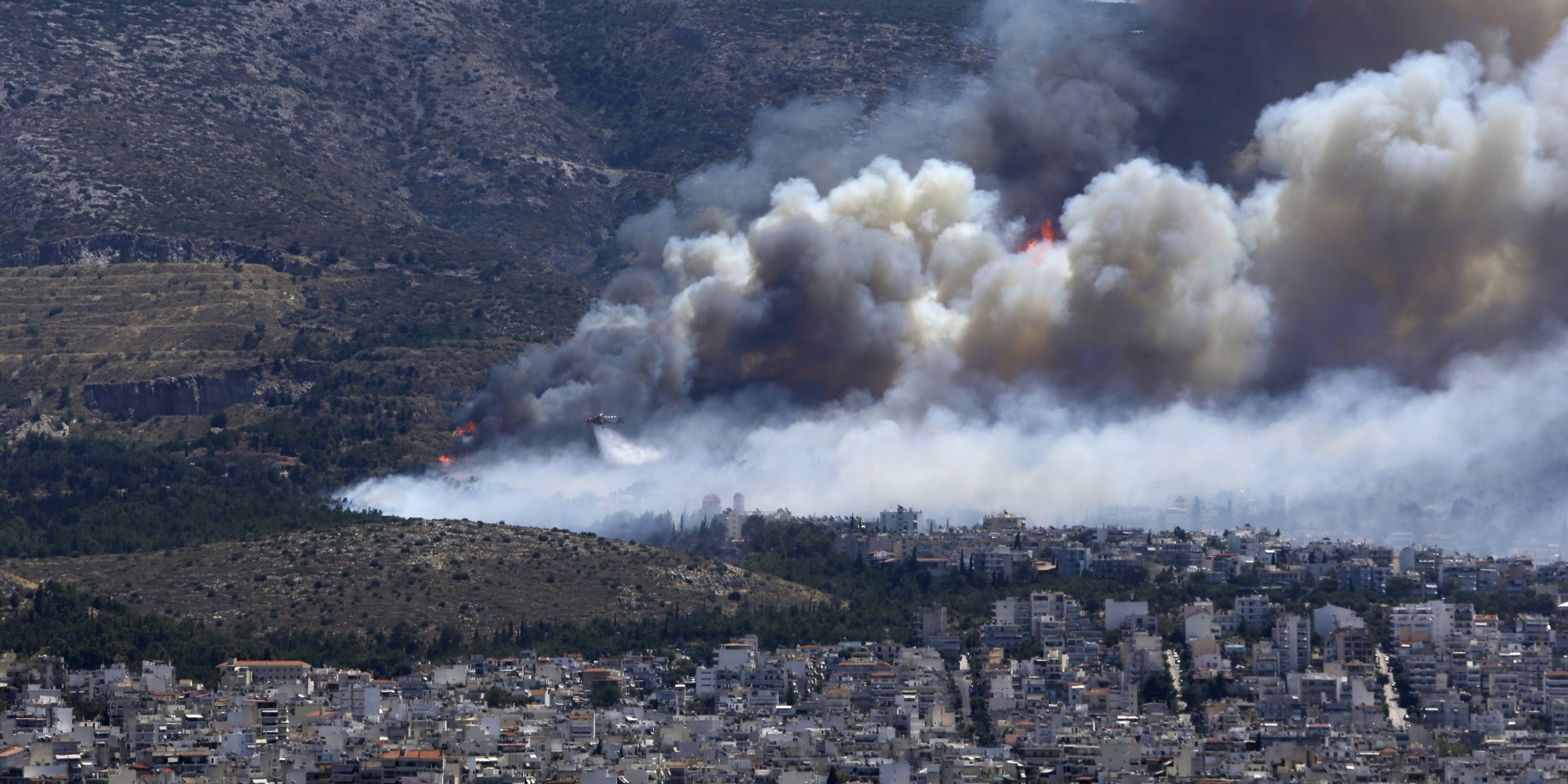 Grecia incendi ad atene e laconia minacciate le case for Case mediterranee della california