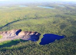 Kein Scherz: Dieser See droht von einer Klippe zu stürzen