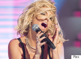 Sarah Harding Appears To Have Forgotten The Words To Her Own Single