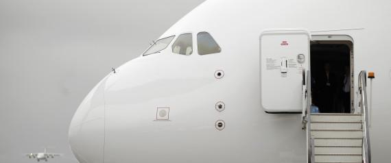 [Brasil] O que acontece se a porta de um avião se abre durante o voo? N-AIRPLANE-DOOR-large570
