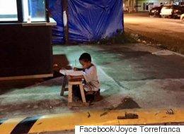 맥도날드 불빛으로 공부하던 소년 장학금을 받다