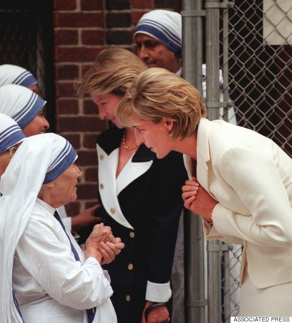a comparison of mother teresa and princess diana Mother teresa, the saint of the sadness and reflection throughout a world already mourning the death of princess diana that mother teresa and.