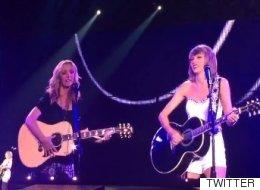 Taylor Swift canta el 'Smelly Cat' en directo con Lisa Kudrow, Phoebe en 'Friends' (VÍDEO)