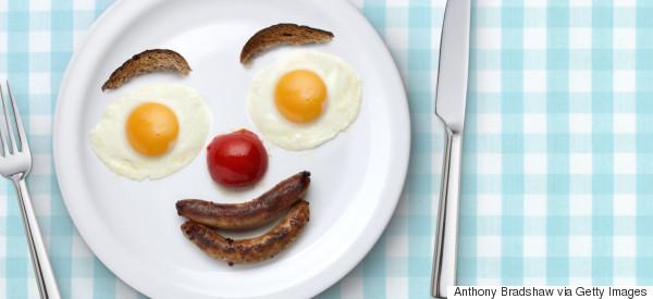 Maestro llega 111 veces tarde a la escuela 'por desayunar'