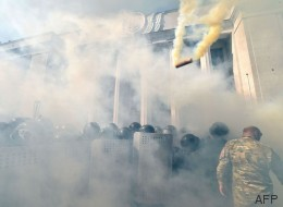Un muerto en las protestas en Kiev por la cesión de poder a las regiones