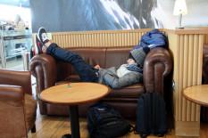 Schlafender am Flughafen | Bild: PA