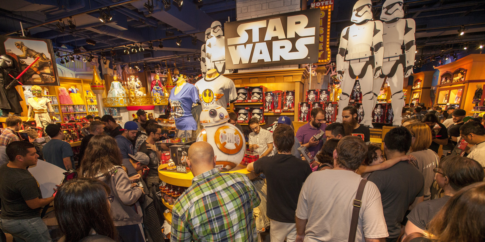 Disney 39 s 39 force friday 39 unleashes star wars merchandising for Merchandising star wars