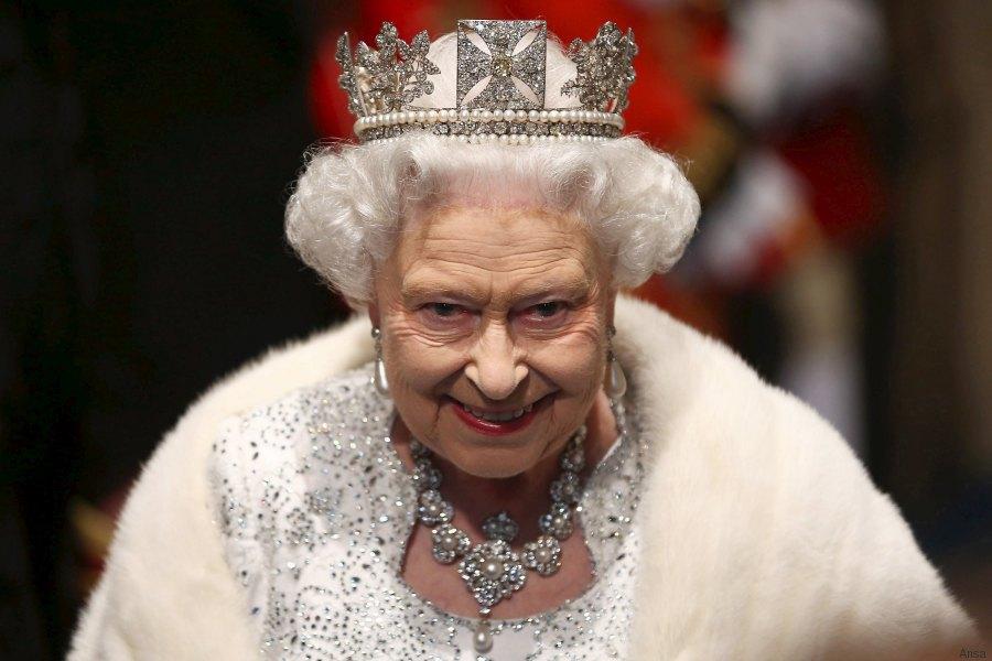 La regina Elisabetta pronta a fuggire via dall'Inghilterra! Cosa sta per accadere?