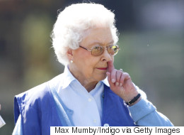 7 Pictures Of The Queen Picking Her Nose