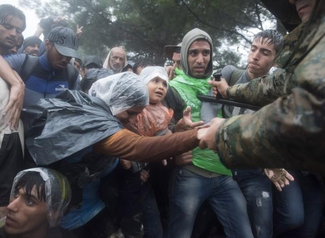 fyrom police refugees