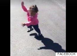 Niñita descubre que su sombra la 'persigue' y se lleva gran susto