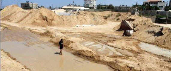 انهيارات في تربة غزة وتحذيرات من تفريغ المنطقة من السكان بعد ضخ مصر مياها مالحة أسفل n-GAZA-large570.jpg