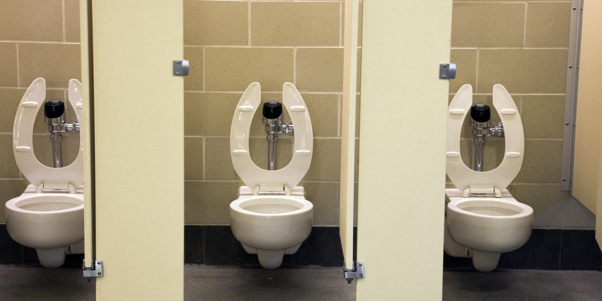 Скрытый фото в женском унитазе 6 фотография
