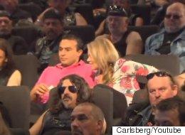Als dieses Paar sah, wer neben ihm im Kino sitzt, wollte es nur noch weg