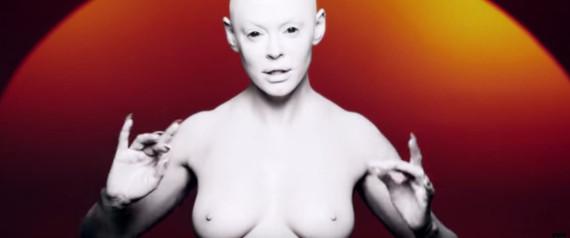 rose mcgowan en alien seins nus