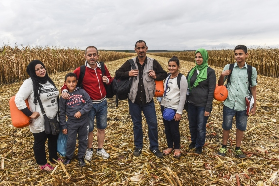 syrian refugees on the borders of serbia